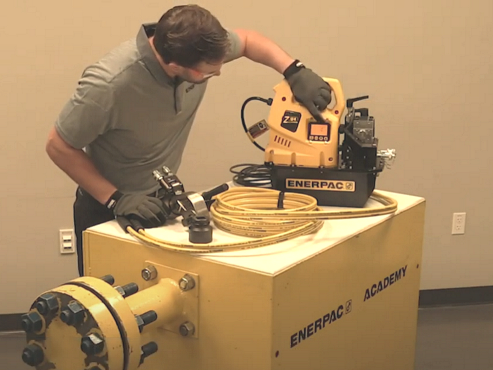 how to use a hydraulic torque wrench and pump