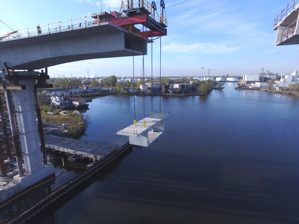 blanced cantilever bridge construction using strand jacks